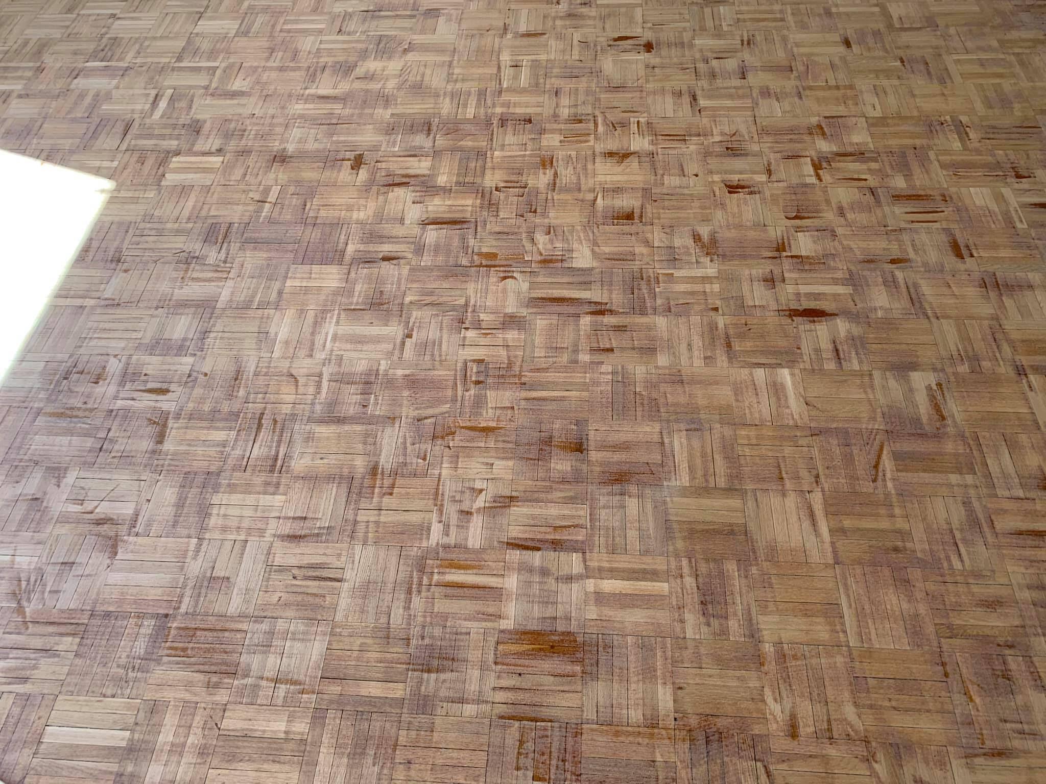 Parketta csiszolás, lakkozás (Adesiv life matt lakkal)